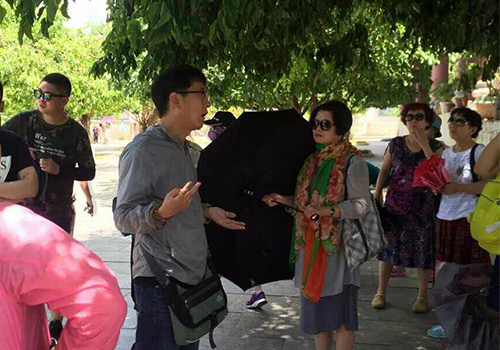 vietnamese-tour-guides-petition-against-illegal-chinese-rivals-in-da-nang