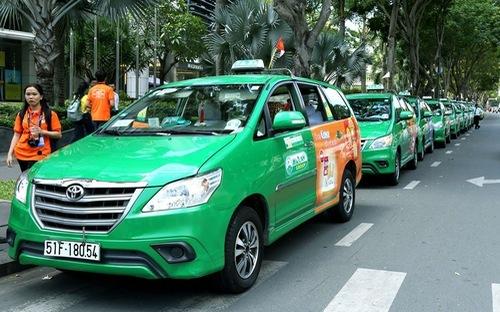 Major Vietnamese taxi firm loses 6,000 drivers, blaming Uber and Grab again