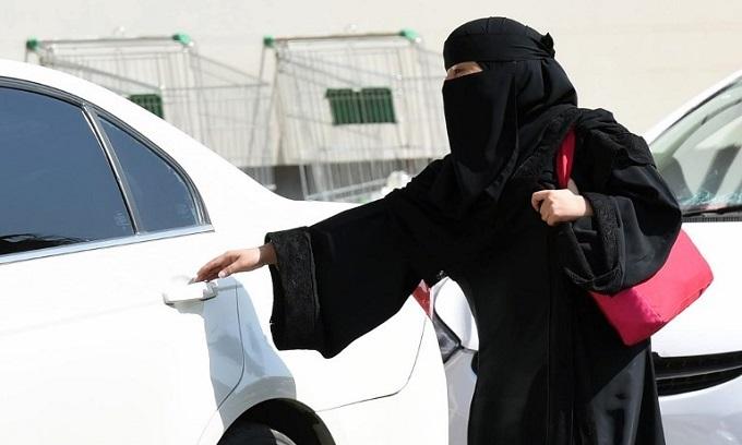 Saudi Arabia allows women to drive, in historic move