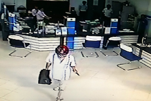 masked-man-robs-bank-flees-with-over-8-800-in-southern-vietnam