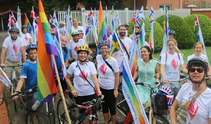 biking-for-equality-and-diversity-at-hanoi-pride-parade