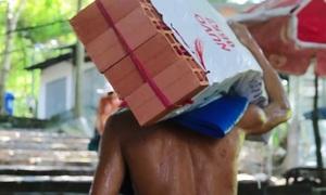 The porters who roam Vietnam's Black Virgin Mountain