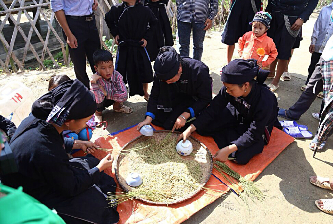 ethnic-group-keeps-the-fire-stoked-for-rice-flakes-in-northern-vietnam-2