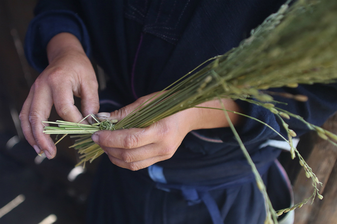 ethnic-group-keeps-the-fire-stoked-for-rice-flakes-in-northern-vietnam-4