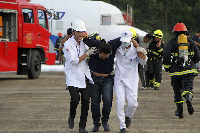 da-nang-practices-air-crash-rescue-ahead-of-apec-summit-4