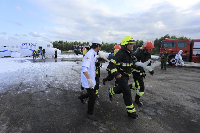 da-nang-practices-air-crash-rescue-ahead-of-apec-summit-5
