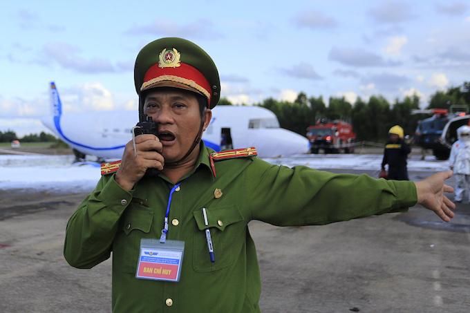 da-nang-practices-air-crash-rescue-ahead-of-apec-summit-9