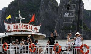 Chinese visitors flock to Vietnam to celebrate their National Day break