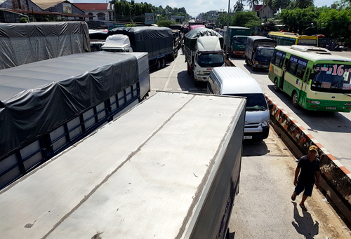 Drivers cause chaos on national highway in protest of toll fees in southern Vietnam