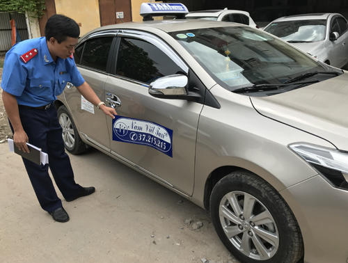 fake-taxi-driver-fined-500-for-overcharging-french-passenger-in-hanoi