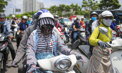 'Street ninjas' battle sexism and the sun in Vietnam