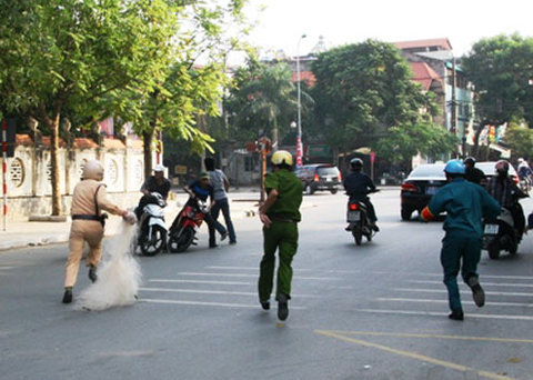 in-vietnam-ingrained-prejudice-leaves-police-between-a-rock-and-a-hard-place