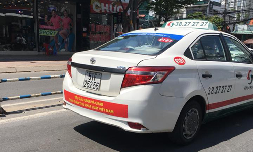 can-traditional-taxis-survive-the-onslaught-of-ride-hailing-apps-in-vietnam-1