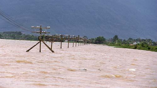 six-dead-two-missing-as-heavy-rains-break-dams-pound-central-vietnam