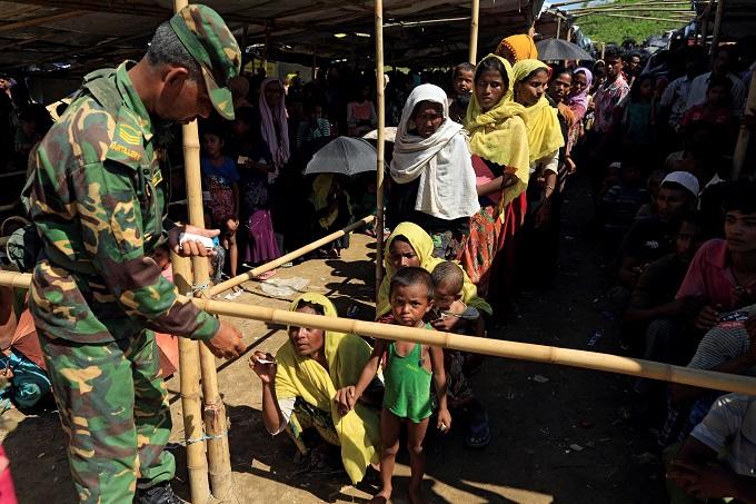 bangladeshi-hospitals-rohingya-wing-overwhelmed-as-refugees-keep-coming