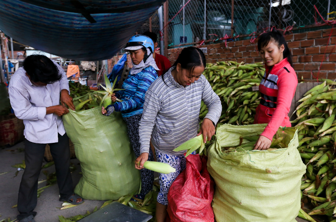 its-all-about-corn-at-this-market-in-saigon-5