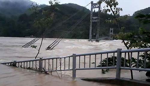A bridge collapsed in Thanh Hoa. Photo by VnExpress/Thai Son