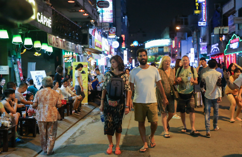 Saigon rejects plan to tax tourists for overnight stays