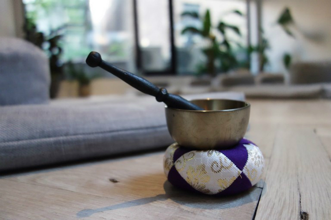 A bell sits on the floor of MNDFL mediation studio on August 24, 2017 in New York. Photo by AFP/Don Emmert