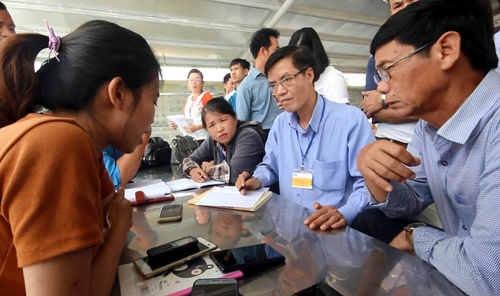 500-workers-go-on-strike-in-central-vietnam-over-unreasonable-pay-1