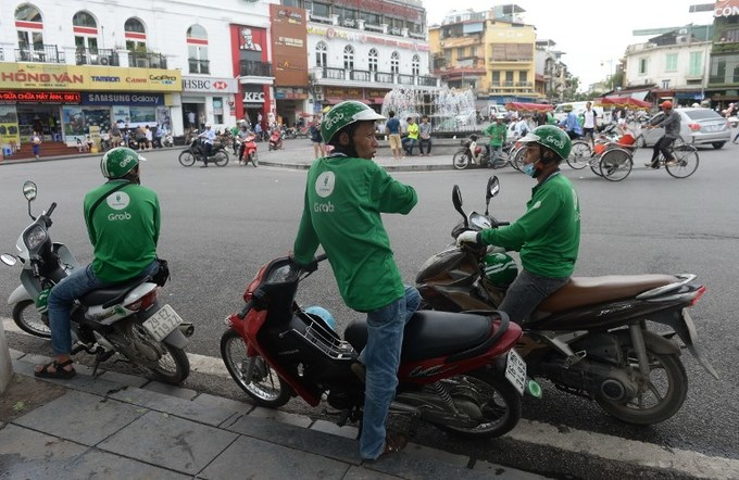 Vietnamese motorbike taxis disguising themselves as Grab, Uber drivers to con clients