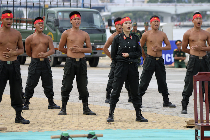 high-kicks-da-nang-police-muscle-up-for-apec-summit-1