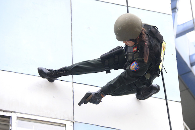 high-kicks-da-nang-police-muscle-up-for-apec-summit-2