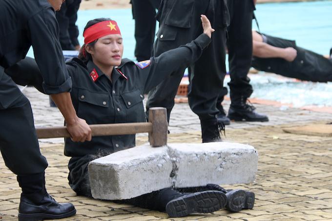 high-kicks-da-nang-police-muscle-up-for-apec-summit-4