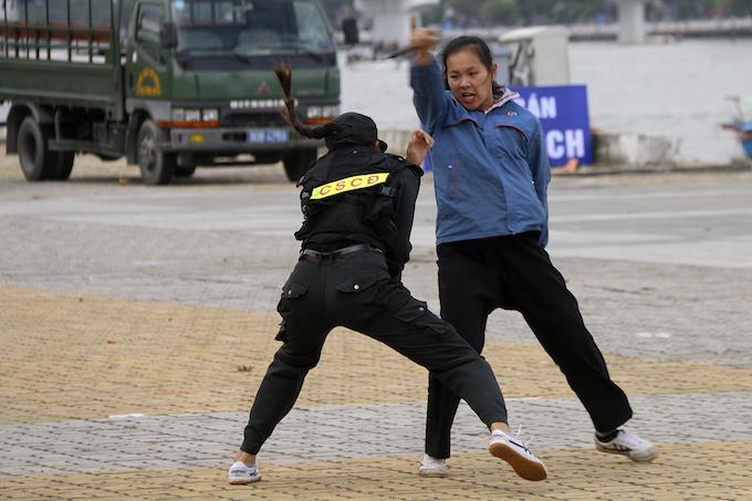 high-kicks-da-nang-police-muscle-up-for-apec-summit-7