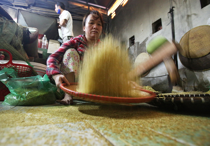 autumn-spirit-served-up-in-the-form-of-rice-flakes-by-hanoi-village-7
