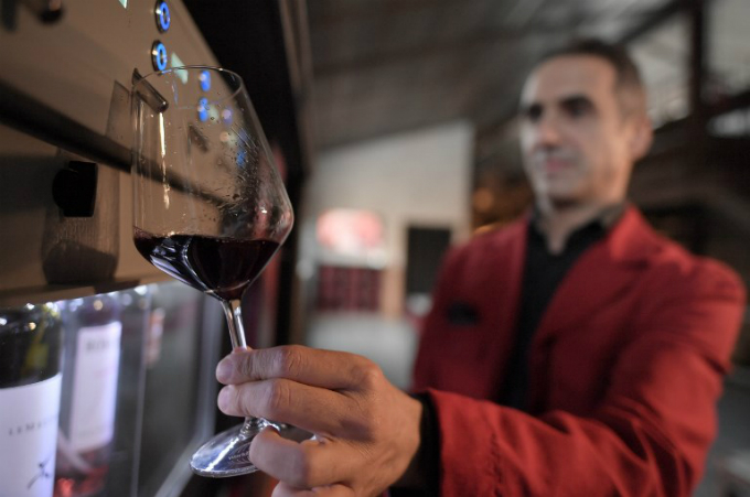 A man fills a glass of wine at the Sensory and Multimedia Wine Museum of Bolgheri and of Tuscanys Coast (MuSem) on October 3, 2017 in Bolgheri. Photo by AFP/
