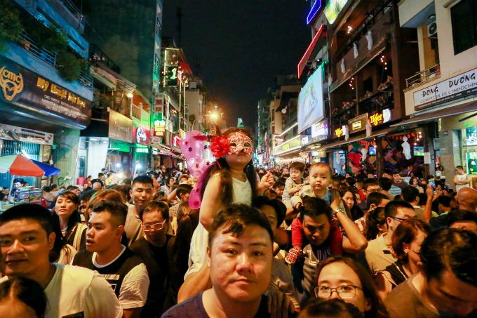 next-episode-of-saigon-halloween-the-haunted-backpacker-street