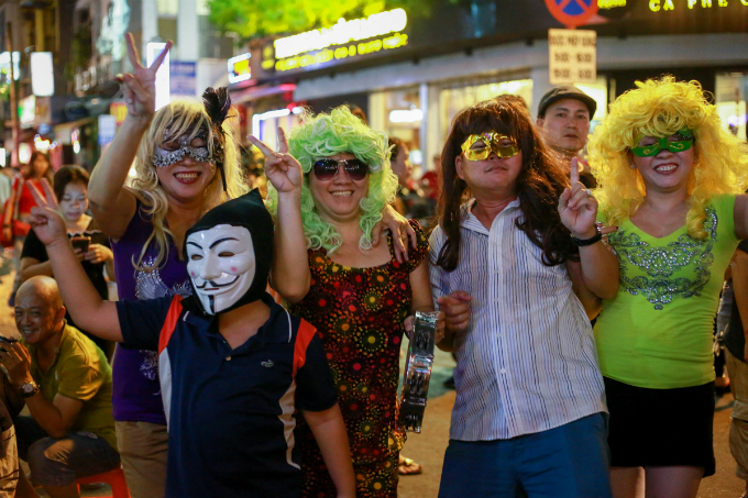 next-episode-of-saigon-halloween-the-haunted-backpacker-street-6