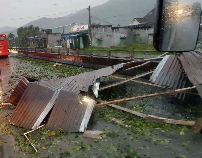 death-toll-from-vietnam-storm-tops-60-and-dams-near-bursting-3
