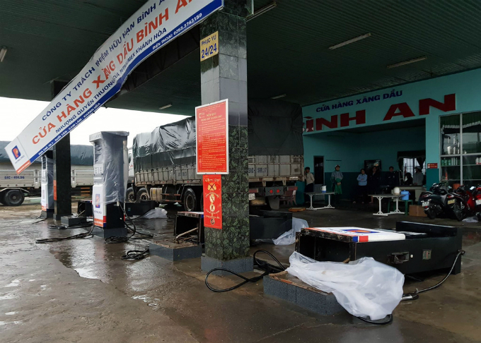 death-toll-from-vietnam-storm-tops-60-and-dams-near-bursting-4