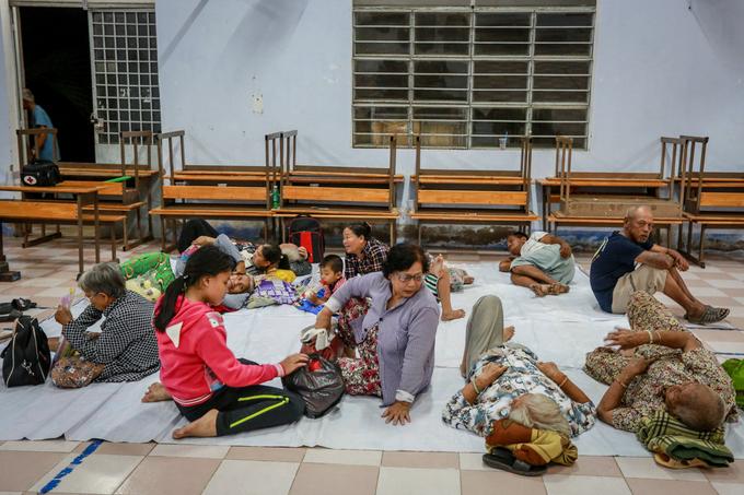 saigon-evacuates-4-000-coastal-residents-as-storm-damrey-nears-10