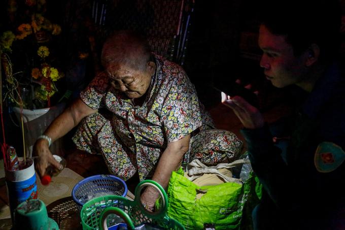 saigon-evacuates-4-000-coastal-residents-as-storm-damrey-nears-3
