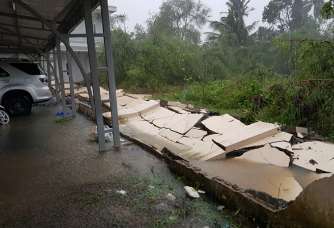 death-toll-from-vietnam-storm-tops-60-and-dams-near-bursting-13