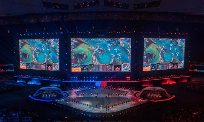Video game warriors do battle before 40,000 fans in China