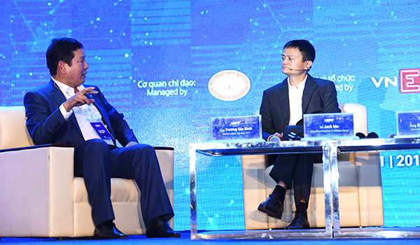 billionaire-alibaba-boss-jack-ma-talks-shop-at-vietnam-e-payment-forum