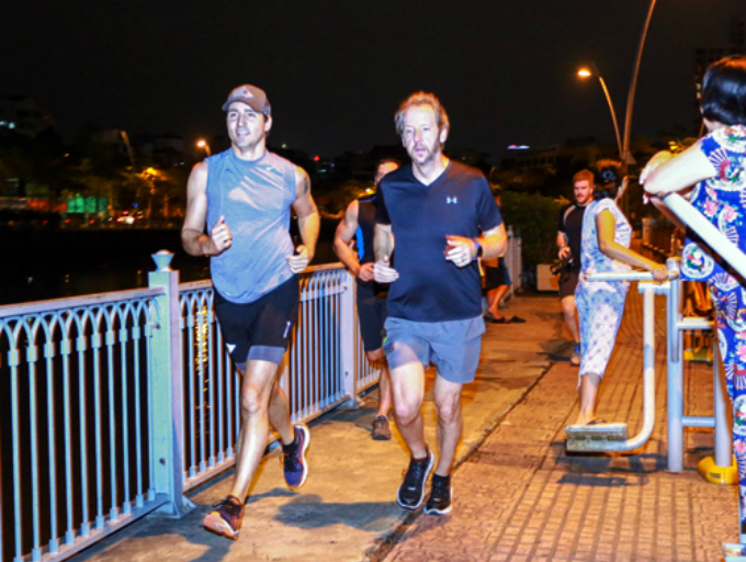 in-vietnams-biggest-city-justin-trudeau-concludes-official-visit-by-jogging-past-locals-1