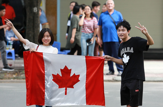 in-vietnams-biggest-city-justin-trudeau-concludes-official-visit-by-jogging-past-locals-5