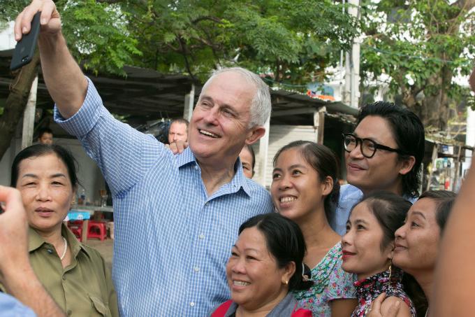 australian-pm-gets-his-first-taste-of-vietnamese-banh-mi-in-da-nang-4