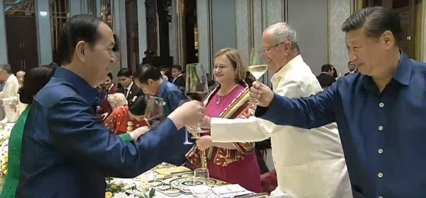 vietnams-president-hosts-gala-dinner-for-apec-leaders-4