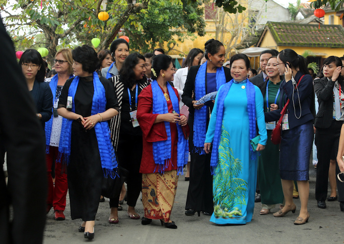 apec-first-ladies-tour-unesco-town-in-vietnam