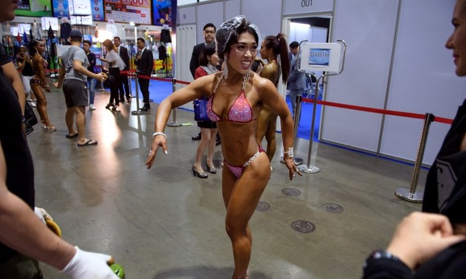 Female bodybuilders stretch for new beauty standard in Thailand