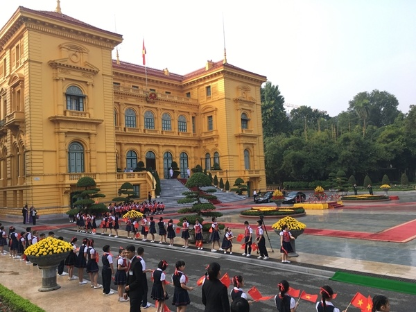 chinese-leader-treated-to-extravagant-welcome-at-hanois-presidential-palace-5