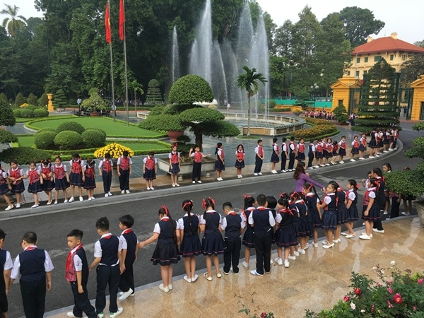 chinese-leader-treated-to-extravagant-welcome-at-hanois-presidential-palace-7