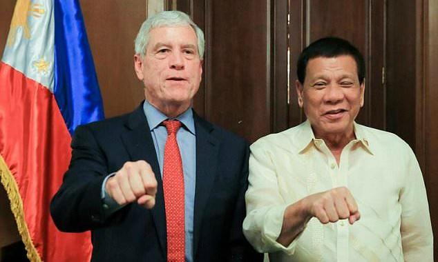 Trump warned on Duterte fist salute in Manila