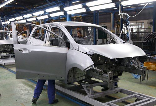 Not only importers, domestic auto manufacturers are also bracing for tough times. Photo: VnExpress